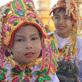 Nun novices in Myanmar by Richard Esveld - Landscapes Travel