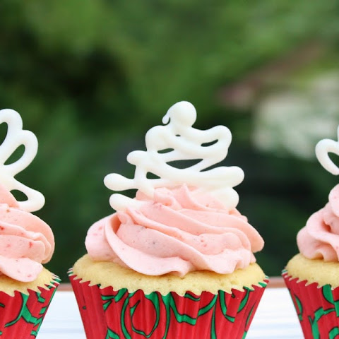 Strawberry-Vanilla Cupcakes filled with White Chocolate Ganache