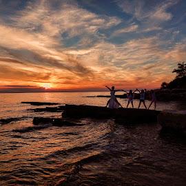 perfect sunset by Josipa Strnišćak - Landscapes Sunsets & Sunrises ( colors, sunset, beach, people, sun,  )