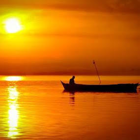 Tak memandang dimana..... cahaya sinarnya yang menghangatkan tubuhku by Bocah Bocor - Landscapes Sunsets & Sunrises