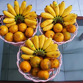 Banana Orange #2 by Mulawardi Sutanto - Food & Drink Fruits & Vegetables ( banana, orange, mantap, fruit, travel, nice, home )