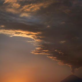 Popocatepetl smoking by Cristobal Garciaferro Rubio - Landscapes Sunsets & Sunrises ( clouds, sunset, mexico, popocatepetl, smoker, smoke )