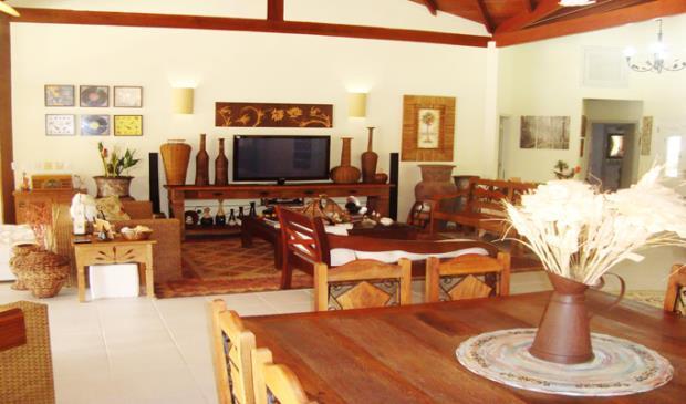 Angra dos Reis - Linda Casa em Condomínio Terreno 1.700m² AC 500m²  04 Suítes 06 Vagas na Avenida Boulevard Mar Azul para Venda.