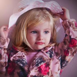 Posing by Rubens Kroeger - Babies & Children Children Candids