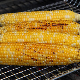 Grilled corn by Dipali S - Food & Drink Cooking & Baking ( cuisine, grill, yellow, corn, fresh, cooking, vegetarian, roasted, bbq, gourmet, grilled, meal, roast, delicious, fire, sweet, food, barbeque, hot, summer, healthy, eat, cob, vegetable, barbecue, garden, picnic )