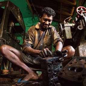 On Duty... by Karthikeyan Chinnathamby - People Portraits of Men ( work, chinna, karthikeyan, india, travel, men, people, hard, portrait, tamilnadu, rameswaram, mechanic )