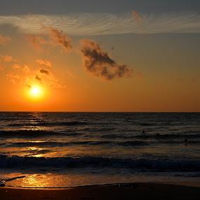 Rasarit la Marea Neagra by Kati Raileanu - Landscapes Sunsets & Sunrises