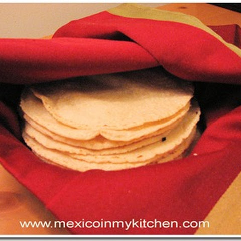 How to Make Homemade Corn Tortillas / Cómo Hacer Tortillas de Maíz en Casa