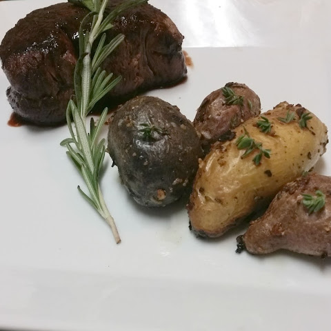 Filet Mignon with Red Wine Reduction and Roasted Fingerling Potatoes for a Copycat #SundaySupper