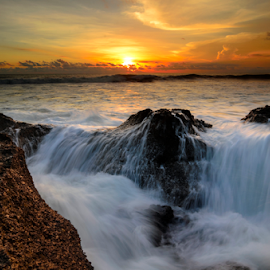 jawdrop by Raung Binaia - Landscapes Beaches