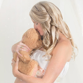 Teddy by Helena Lindgren - People Maternity ( love, maternity, teddy bear, baby, mums )