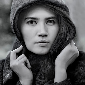 dewi by Doeh Namaku - Black & White Portraits & People