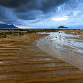 Incoming Storm by Tsukiyama Kaminaga - Landscapes Beaches ( clouds, sand, sky, weather, seascape, beach, langkawi, storm, landscape )