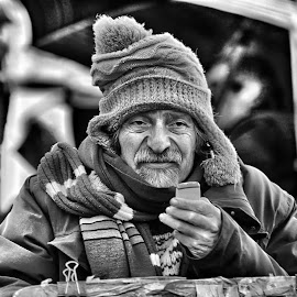 Street artist in Rome by Alberto Schiavo - Black & White Street & Candid
