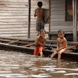 Mandi Pagi by Mulawardi Sutanto - Babies & Children Children Candids ( play, wash, travel, kid, river )