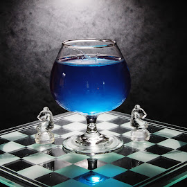 Winw glass and Chess board by Peter Salmon - Artistic Objects Glass ( pieces, blue, chess, glass, board )