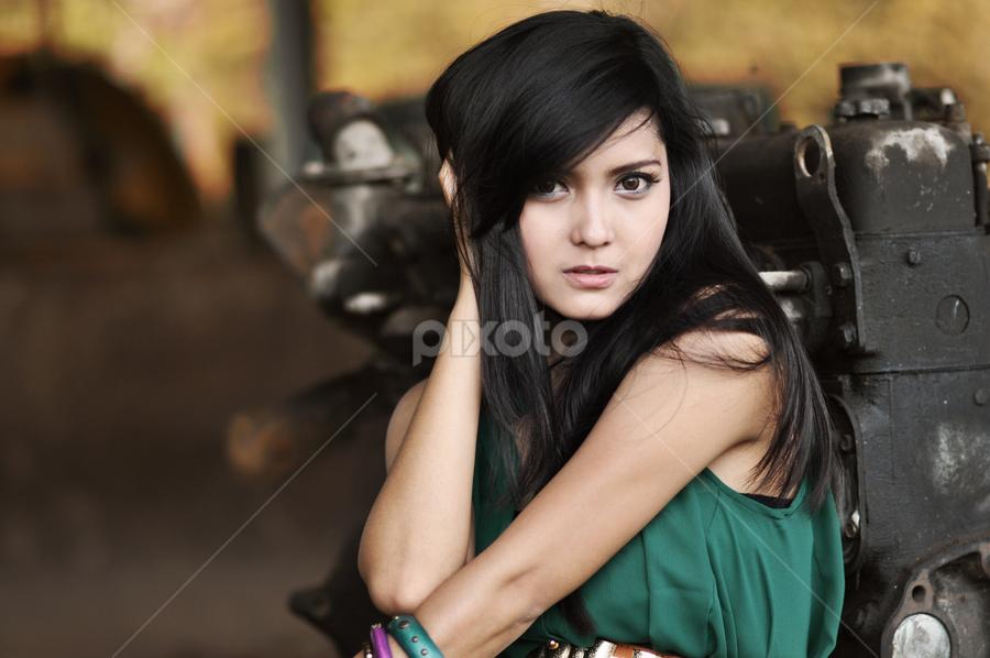 Fatma Sury by Daniel Lorenzo - People Portraits of Women