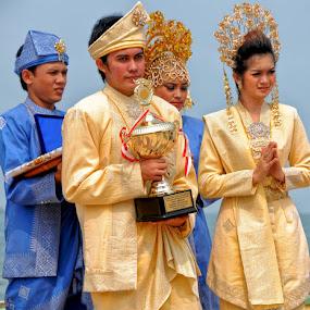 by Daenk Andi - People Street & Candids ( laut, pasangan, warna, busana, pria, piala, wanita )