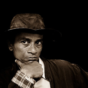 Look by Sagar Lahiri - People Portraits of Men ( sopnomakha_photo, frontal view, sepia, monochrome, nikond5100, portrait )