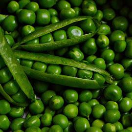 Fresh Peas by Prasanta Das - Food & Drink Fruits & Vegetables ( fresh, green, peas )