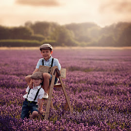 Charlie & Alfie by Claire Conybeare - Chinchilla Photography - Babies & Children Child Portraits