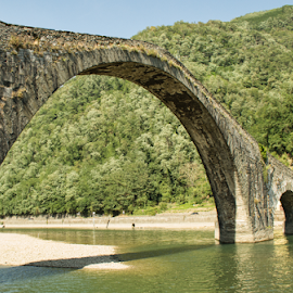 Ponte del diavolo (Borgo a Mozzano, Lucca) by Gianluca Presto - Buildings & Architecture Bridges & Suspended Structures ( old, tuscany, arch, stone, architecture, travel, historic, history, ancient, lucca, legend, arches, bridge, stones, medieval )