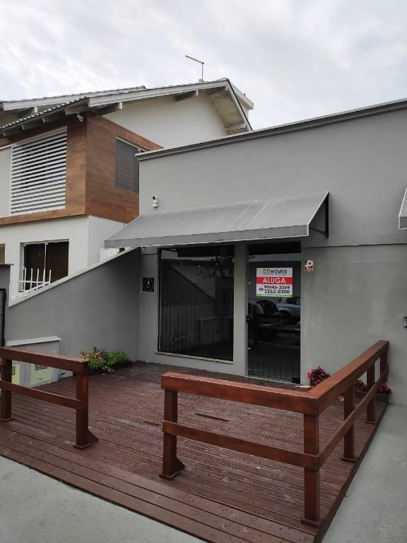 Sala para locação no centro de Tijucas, com 50m²