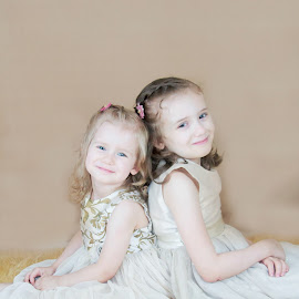 Pose by Jenny Hammer - Babies & Children Child Portraits ( girls, sisters, siblings, cute, smiles )