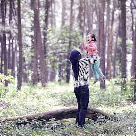 Bonding by Syafizul  Abdullah - Babies & Children Children Candids