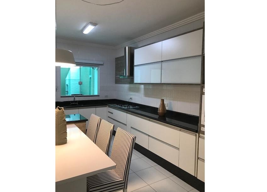 Casa residencial à venda de 138m² com 3 dorm/1 suíte em Santo André.