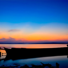 Lamunan pagi bersama mentari..... by Bocah Bocor - Landscapes Sunsets & Sunrises