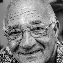 An old friend... by Jurica Žumberac - People Portraits of Men ( old, friends, monochrome, glasses, black and white, elderly, head, man, portrait )