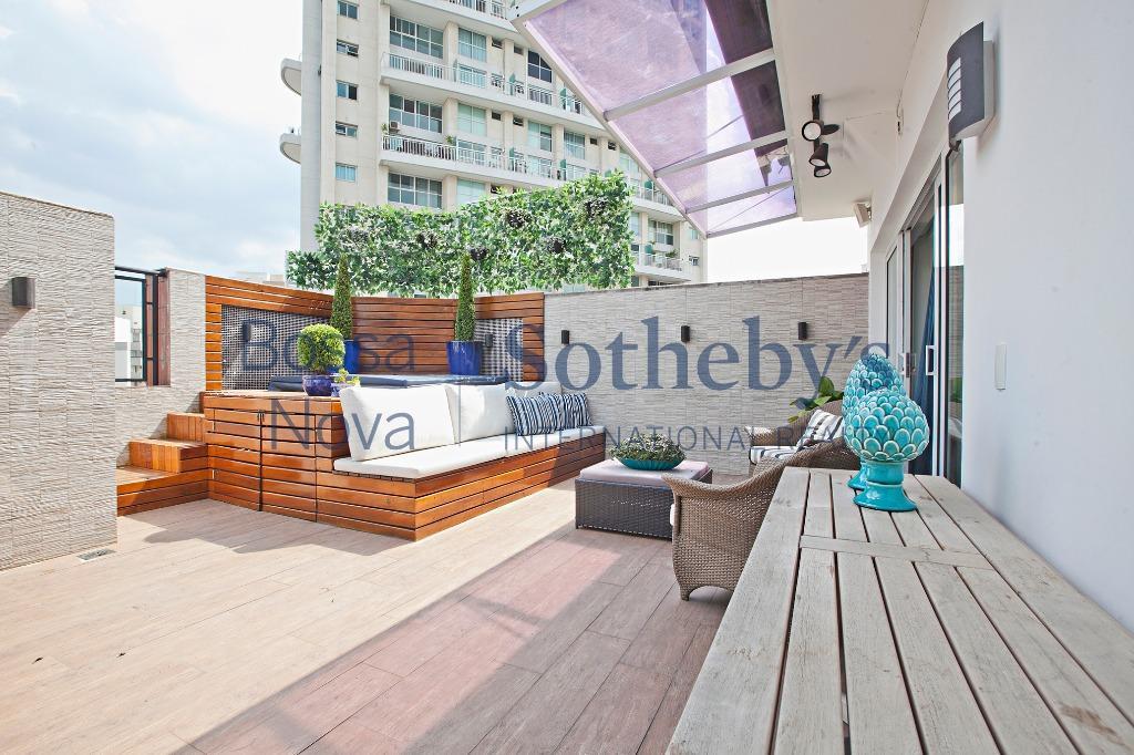 Cobertura reformada e moderna, com terraço gourmet .