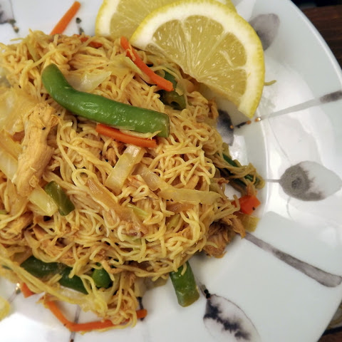 Pancit Bihon (Filipino Chow Mein) with Tofu Shirataki Noodles