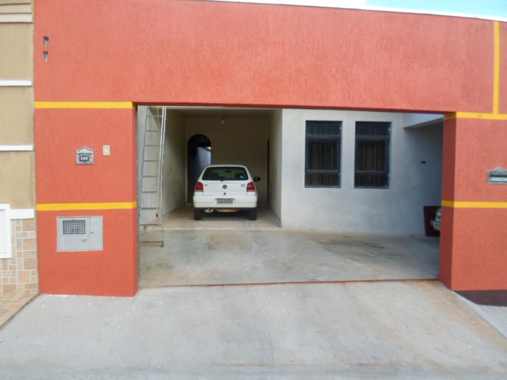 Carpe Diem Imóveis - Casa 3 Dorm, Vila Brasil