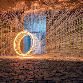 Spinning ans spinning by Henk Smit - Abstract Light Painting