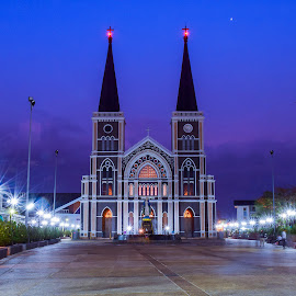 Roman Catholic church and Saint Mary statue at twilight time, a landmark in Chanthaburi, Thailand. by Nuttawut Uttamaharach - Buildings & Architecture Statues & Monuments ( conception, interior, christian, old, god, christianity, thailand, holy, travel, architecture, landscape, immaculate, religion, decor, sky, figure, style, spiritual, tradition, virgin, building, church, faith, beautiful, twilight, white, landmark, catholic, statue, mother, blue, color, female, jesus, cloud, cathedral, chanthaburi, mary, culture, religious )