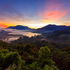 Asah Gobleg by Yudik Pradnyana - Landscapes Mountains & Hills ( bali, mountain, travelling, fog, lake, sunrise, travel )