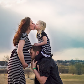 The Fam by Emily Sullivan - People Maternity (  )