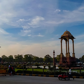 And it stands there with pride  by Ayush Dubey - Buildings & Architecture Statues & Monuments ( #india #indiagate #delhi #photography #monument )