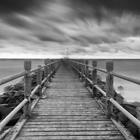 Dissapear by Zackri Zim's - Landscapes Waterscapes ( zackri zim's, d3000, tanjung lobang, miri, nature, black and white, malaysia, seascape, landscape, nikon, kitlens, sarawak )