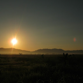 Sunrise in a Sunset Scene by Luther Lumentah - Landscapes Mountains & Hills ( canon, a800, terbit, matahari, indonesia, tondano, minahasa, pocket camera, manado, sunrise )