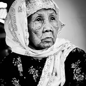 Si Mbah by Ratian Wahyudi - People Portraits of Women