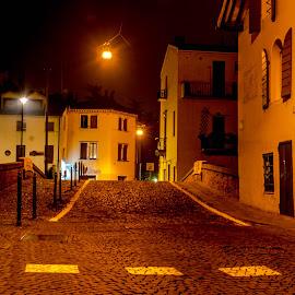Lights in the stillness of the night by Hariharan Venkatakrishnan - City,  Street & Park  Night