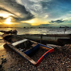 ::. Glowing Boat .:: by Echi Amenk Fariza - Transportation Boats