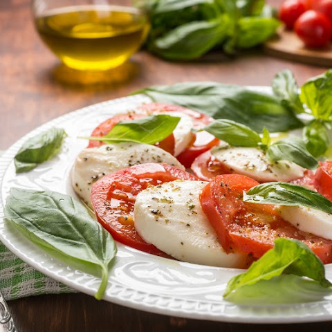 The Classic Caprese Salad Recipe — An All Rounder!