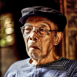 Love U Dad.. by Santi Cipto Cahyono - People Portraits of Men