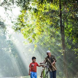 Mengasuh Cucu by Windoko Windoko - People Family