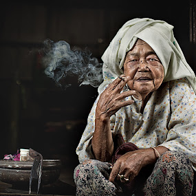 by Abe Less - People Portraits of Women ( senior citizen )