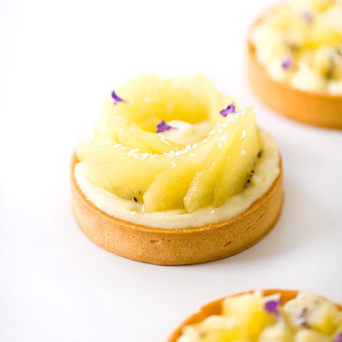 Fresh Kiwifruit Tarts with Coconut White Chocolate Cream